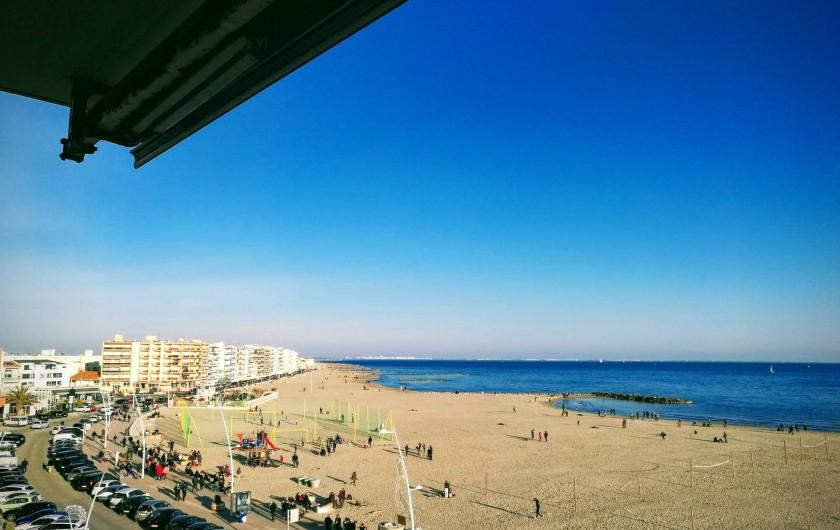 Location de vacances - Appartement à Palavas-les-Flots - Vue du balcon vers  la gauche (photo prise hors saison)