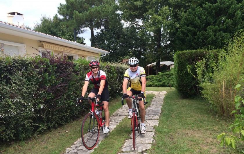 Location de vacances - Chambre d'hôtes à Gujan-Mestras - Départ des cyclistes