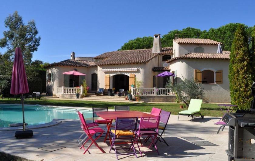 Location de vacances - Villa à Saint-Génies-de-Malgoirès - VUE DE LA PISCINE