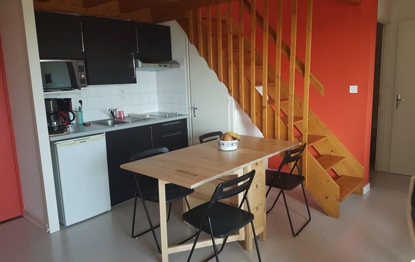 Location de vacances - Appartement à Les Herbiers - espace repas avec cuisinette