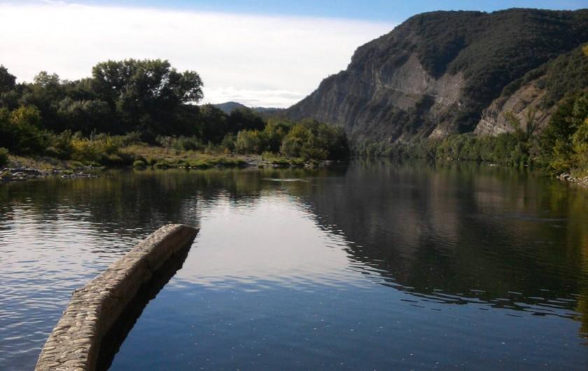 Location de vacances - Maison - Villa à Vallon-Pont-d'Arc - la digue 1er point de baignade sur l'Ardèche à 1 km de la maison