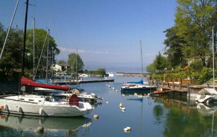 Maison pieds dans l 39 eau dans marina au bord du lac l man for Location maison yverdon les bains