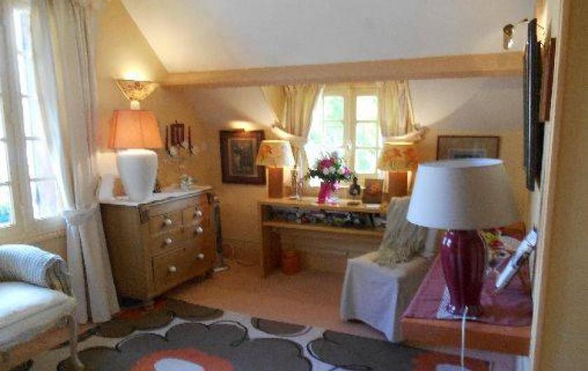Location de vacances - Chambre d'hôtes à Les Andelys - Vue de la chambre sur la jardin et la Seine