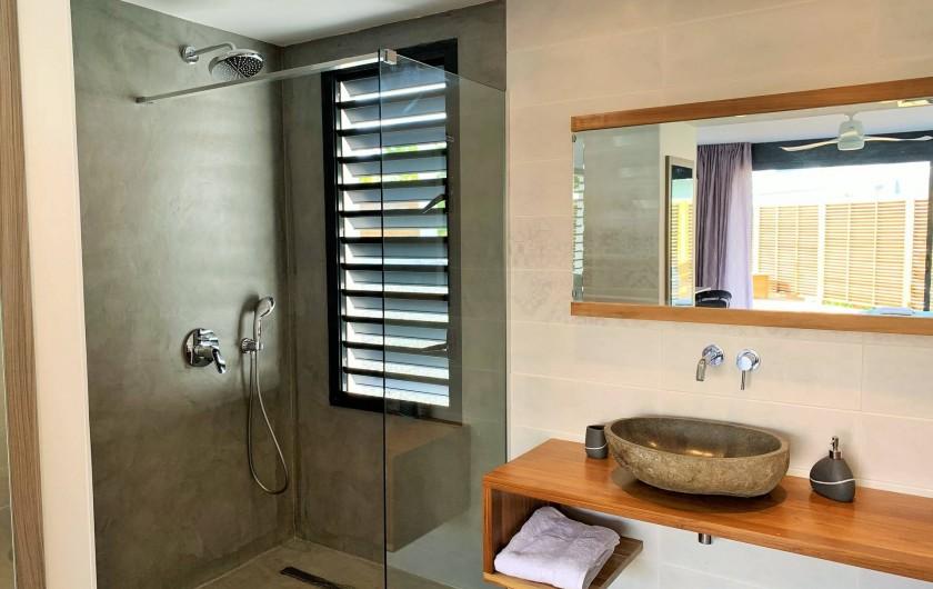 Location de vacances - Villa à Sainte-Anne - Suite 5 salle d'eau ( accès mobilité réduite)
