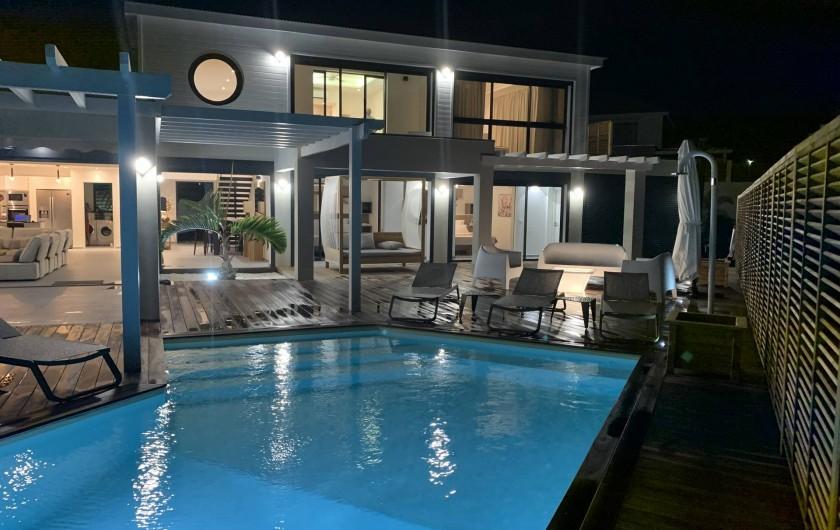 Location de vacances - Villa à Sainte-Anne - vue de nuit