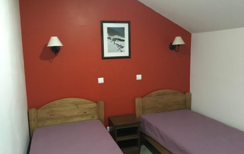 Location de vacances - Appartement à Les Claux - Chambre Orangette avec 2 lits de 90x200