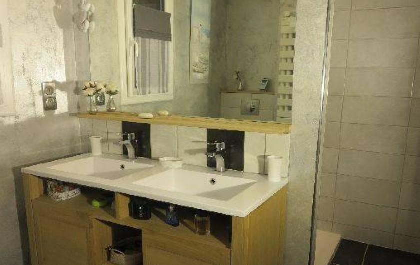 Location de vacances - Gîte à Barentin - salle de bain RDC