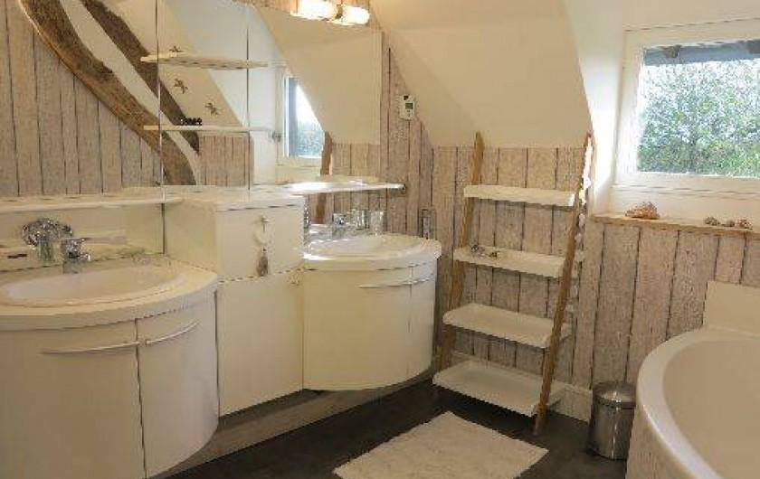 Location de vacances - Gîte à Barentin - salle de bain étage