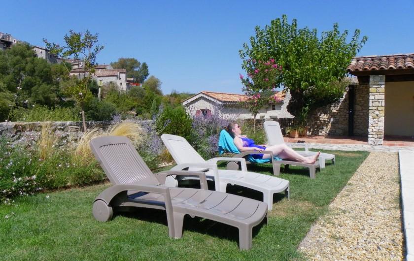 Location de vacances - Gîte à Tharaux - bains de soleil