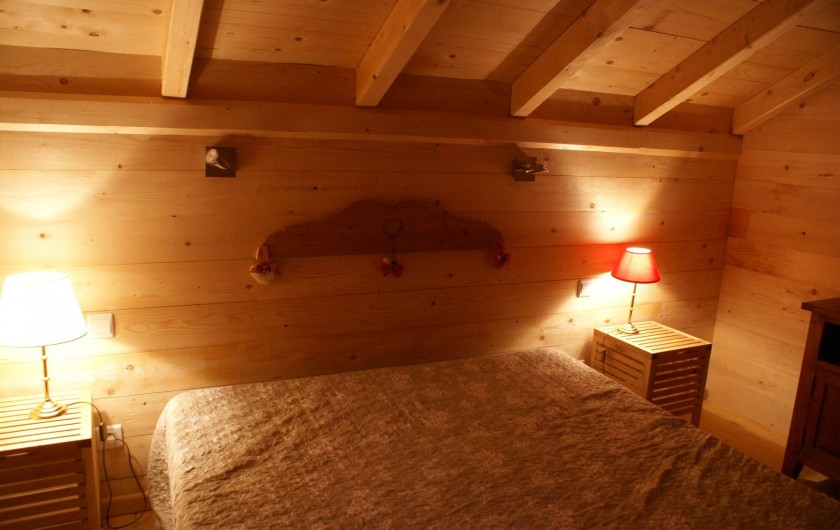 Location de vacances - Chalet à Saint-Paul-sur-Ubaye - chambre donnant sur l'arrière du chalet  1 lit de 160/200