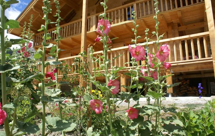 Location de vacances - Chalet à Saint-Paul-sur-Ubaye - les roses trémières