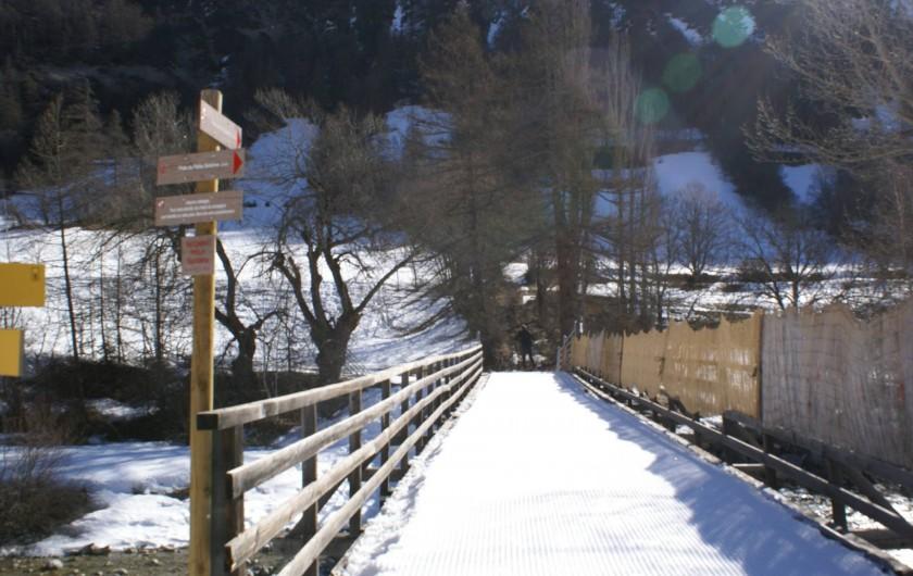 Location de vacances - Chalet à Saint-Paul-sur-Ubaye - traversée de L'UBAYE