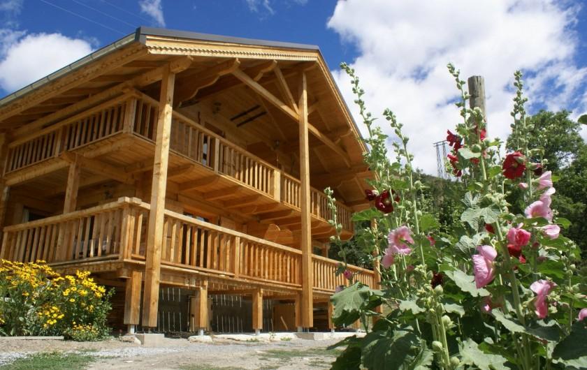 Location de vacances - Chalet à Saint-Paul-sur-Ubaye - chalet au printemps