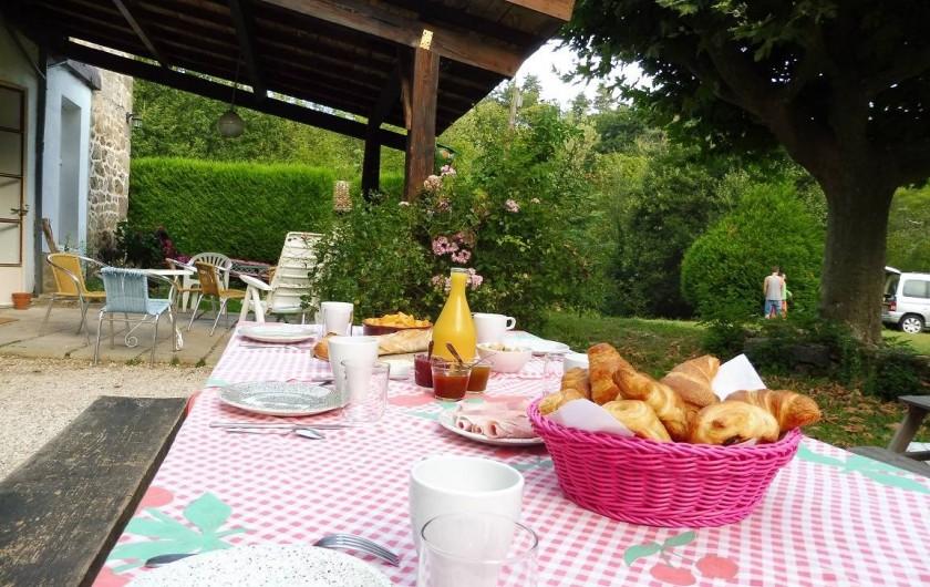 Location de vacances - Gîte à Vernoux-en-Vivarais - Un petit-déjeuner champêtre