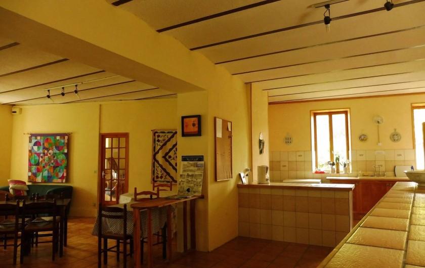 Location de vacances - Gîte à Vernoux-en-Vivarais - Le bar de la salle à manger