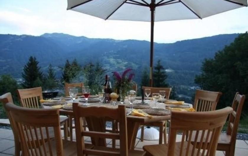 Location de vacances - Chalet à Verchaix - Dining on the terrace