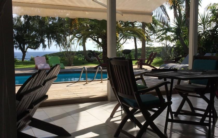 Location de vacances - Villa à Sainte-Anne - une terrasse...