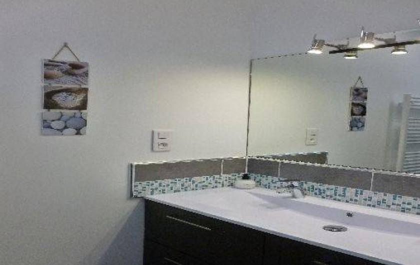 Location de vacances - Gîte à Gémenos - Salle de bain T2 / 1er étage