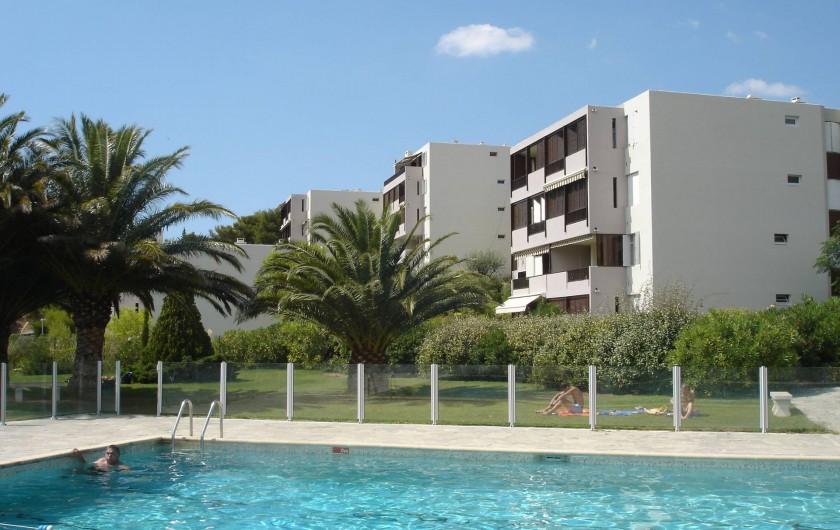 Location de vacances - Appartement à Cassis - Piscine et résidence de petits immeubles