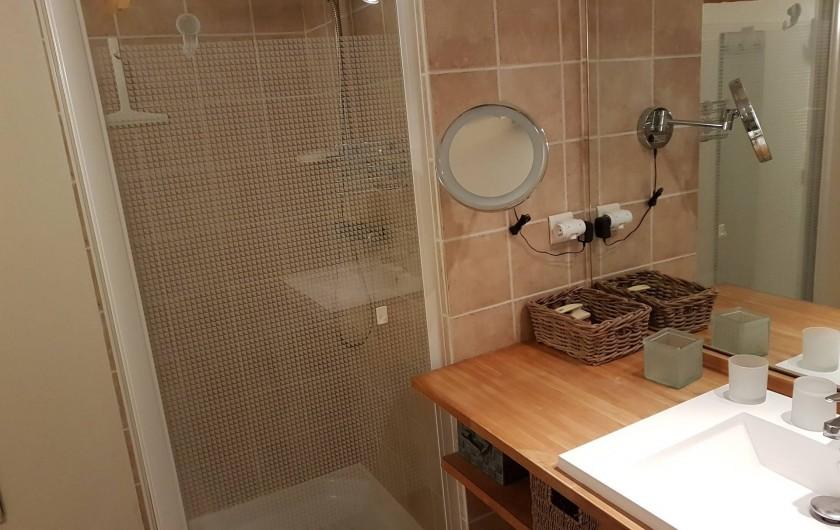 Location de vacances - Appartement à Cassis - salle de bain avec douche