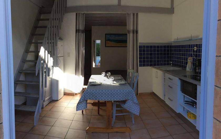 Location de vacances - Gîte à Vacqueyras - Vue de la porte d'entrée du gîte