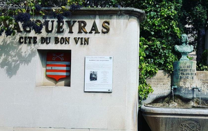 Location de vacances - Gîte à Vacqueyras - Village de Vacqueyras