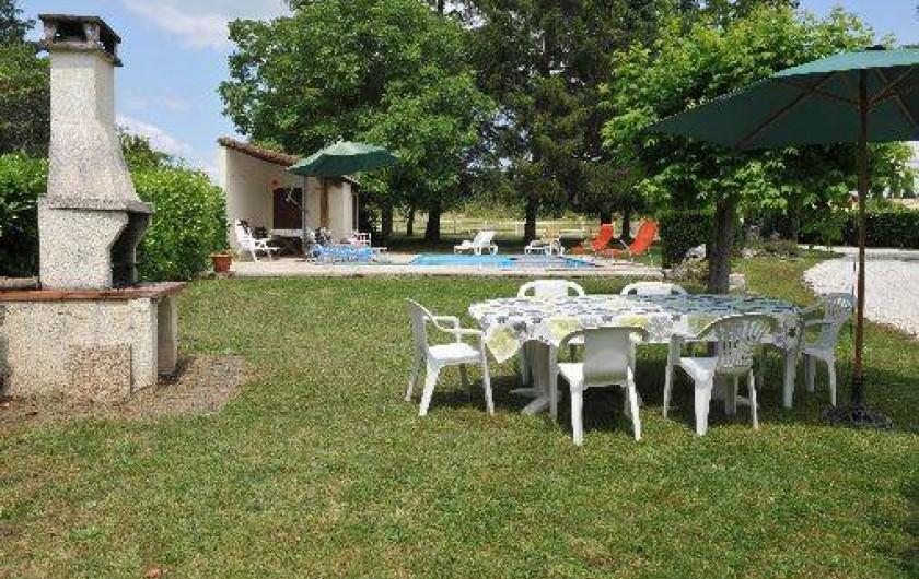 Location de vacances - Villa à Eymet - L'espace barbecue