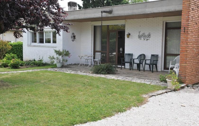 Location de vacances - Villa à Eymet - Façade de la Maison