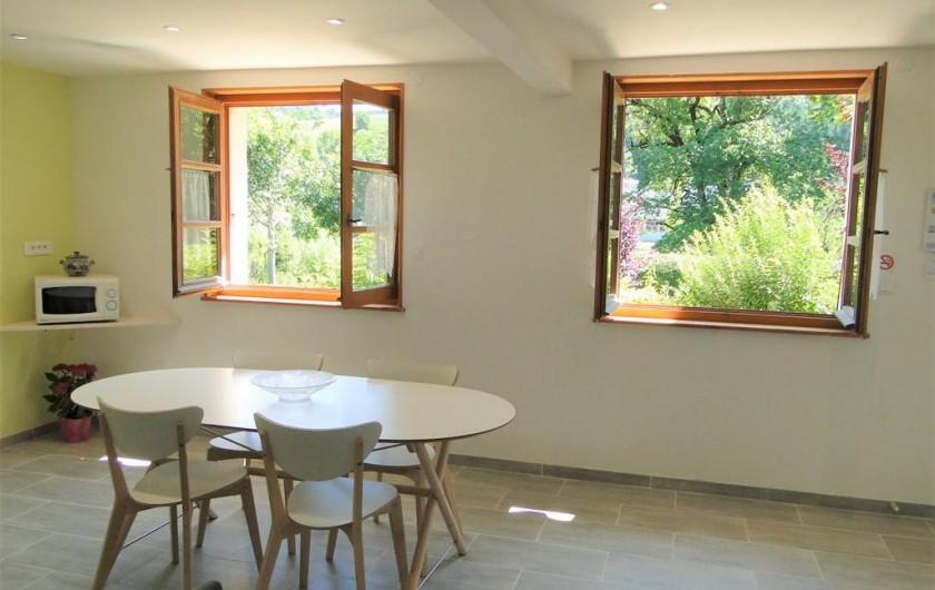 Location de vacances - Gîte à Foncine-le-Haut - Cuisine - Salle à manger - Salon