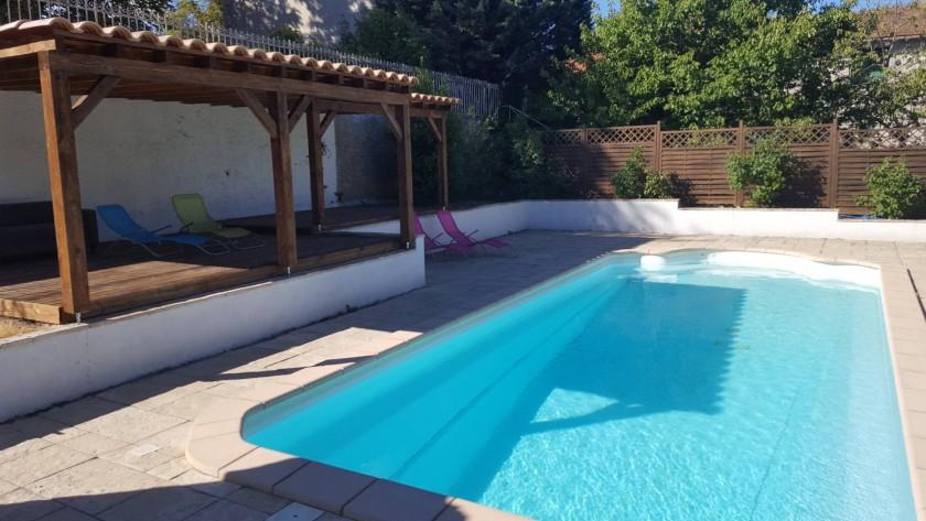 Grande piscine sécuriser et clôturer