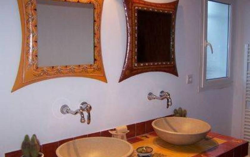 Location de vacances - Villa à Castin - Salle de bain à l'étage