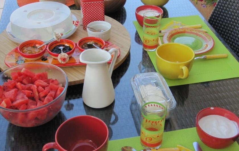 Location de vacances - Chambre d'hôtes à Soulac-sur-Mer - Soulac'Ouette - Petit-déjeuner complet en terrasse