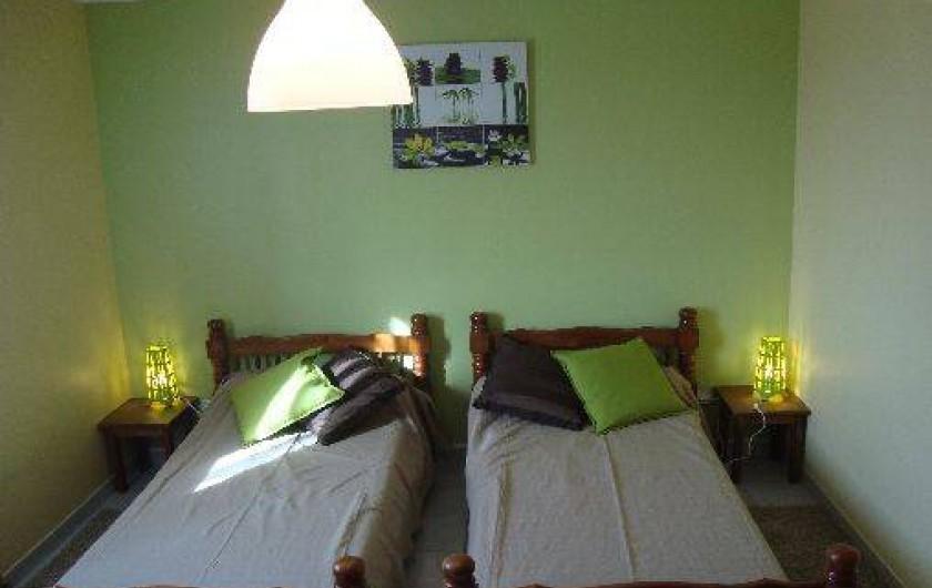 Location de vacances - Gîte à Odenas - chambre à 3 lits gite domaine du barvy