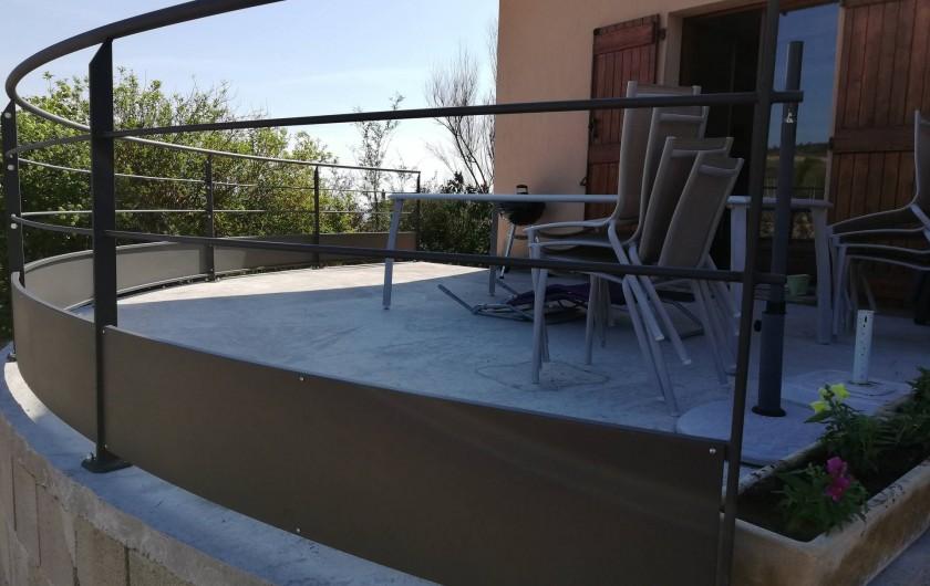 Location de vacances - Gîte à Odenas - votre terrasse gite domaine du barvy
