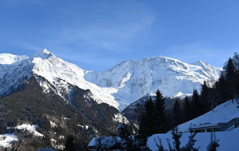 Location de vacances - Chalet à Saint-Nicolas de Véroce - La vus sur le massif du Mont Blanc depuis le balcon du séjour