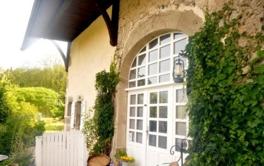 Location de vacances - Appartement à Charvonnex - une partie de la façade de la bâtisse