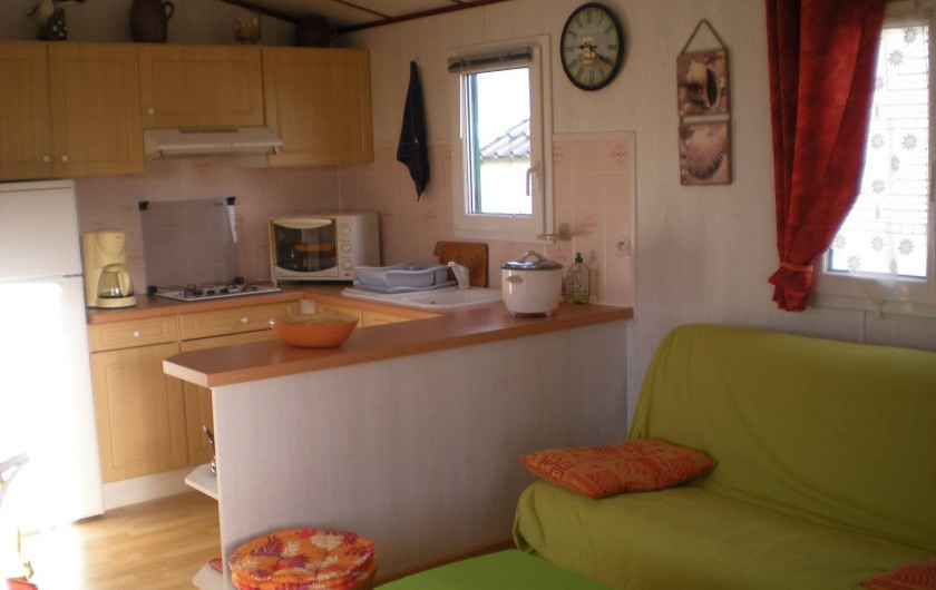 """Location de vacances - Camping à Brem-sur-Mer - Mobil home """"Confort"""" terrasse semi-fermée"""