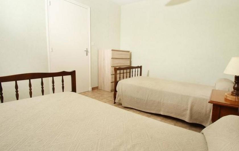 Location de vacances - Gîte à Saint-Étienne-de-Serre - Chambre deux lits