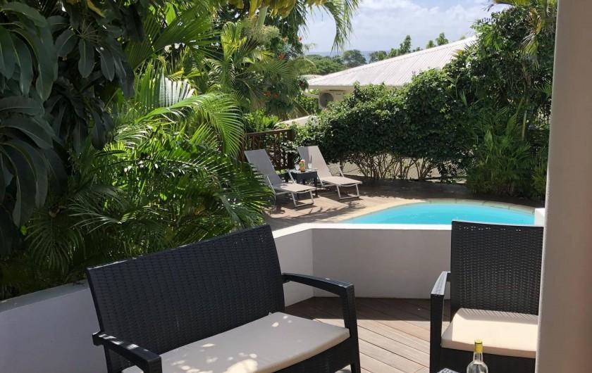 Location de vacances - Villa à Saint-François - terrasse apéro vue mer piscine