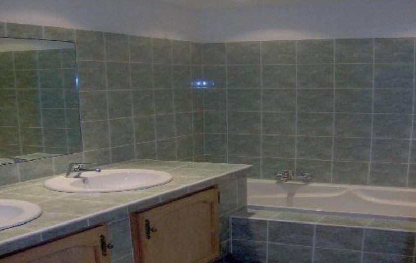 Location de vacances - Gîte à Utelle - Salle de Bain avec baignoire