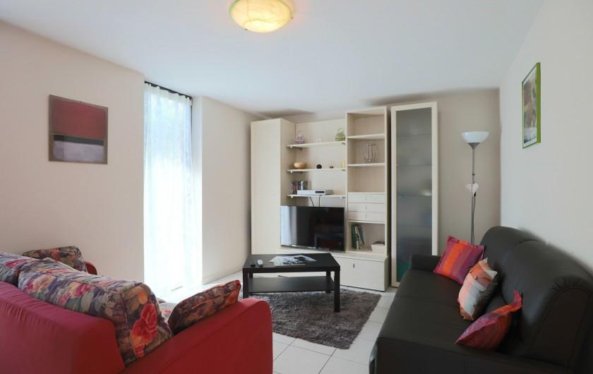 Location de vacances - Maison - Villa à Rosheim - Salon - TV moderne - lecteur DVD avec plusieurs films - jeux de société