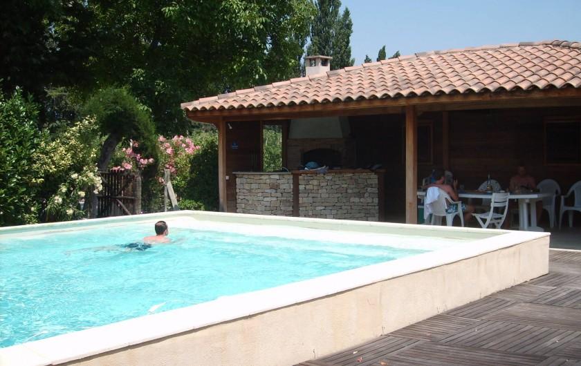 Location de vacances - Gîte à Caumont-sur-Durance - Pool-house au bord de la piscine