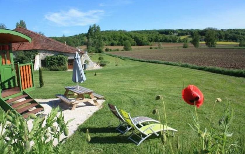 Location de vacances - Gîte à Roquecor - Vue de la Roulotte de Roquecor