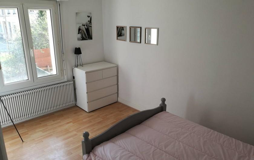 Location de vacances - Appartement à Boulogne-sur-Mer - Chambre avec vue sur jardin