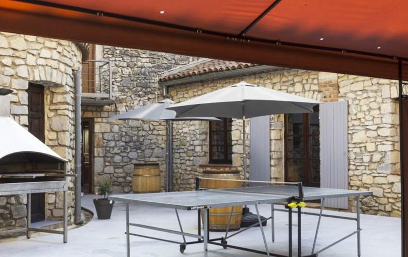 Location de vacances - Gîte à Seynes - PATIO avec barbecue et table de ping pong