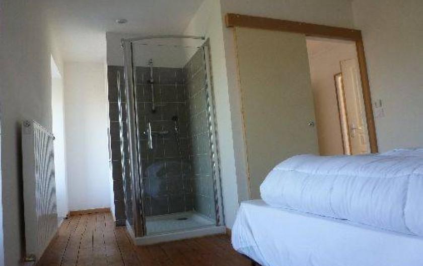 Location de vacances - Gîte à La Chapelle-Largeau - Gîte N°2 ALLOUETTES chambre avec douche (gris perle)