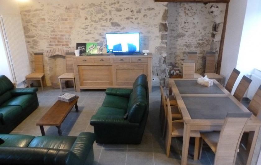 """Location de vacances - Gîte à La Chapelle-Largeau - Gîte n°4 TRINACRIA (l'""""Ecole aux Gîtes"""") vue pièce de vie"""