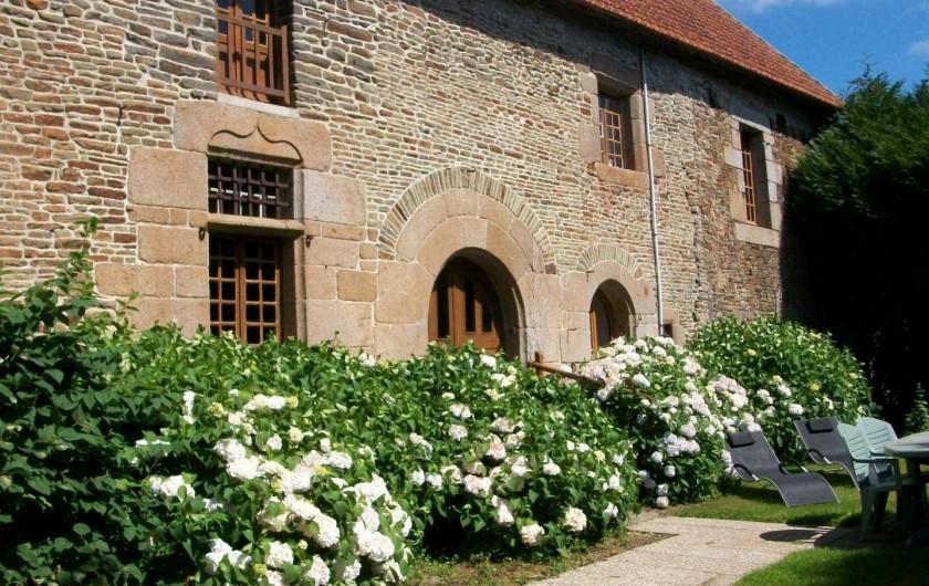 Location de vacances - Maison - Villa à Pontorson - Façade et jardin privé
