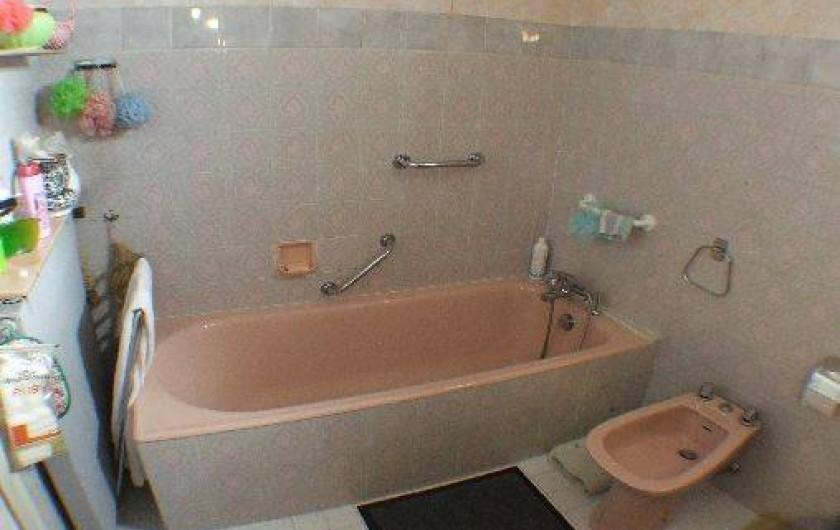 Location de vacances - Appartement à Roquebrune-Cap-Martin - baignoire