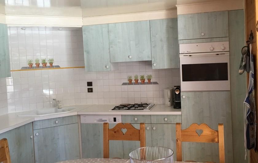 Location de vacances - Chalet à Le Grand-Bornand - complement de vue sur la cuisine